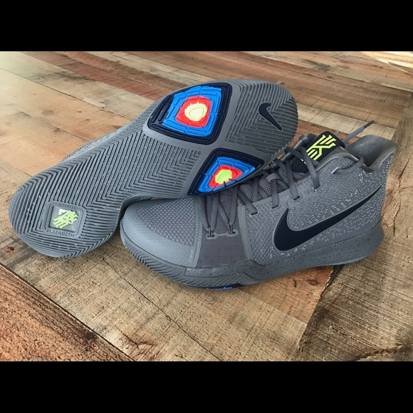9517d8e34c11 New Mens Nike Kyrie 3 s Wolf Grey Basketball Shoes.  M 5a9636889d20f002ad3befcb